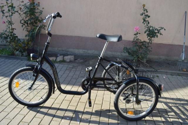 Fekete egyedi vázas n3 tricikli